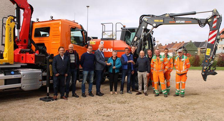 De technische dienst van de gemeente Lichtervelde beschikt over een nieuwe kraan en een nieuwe vrachtwagen