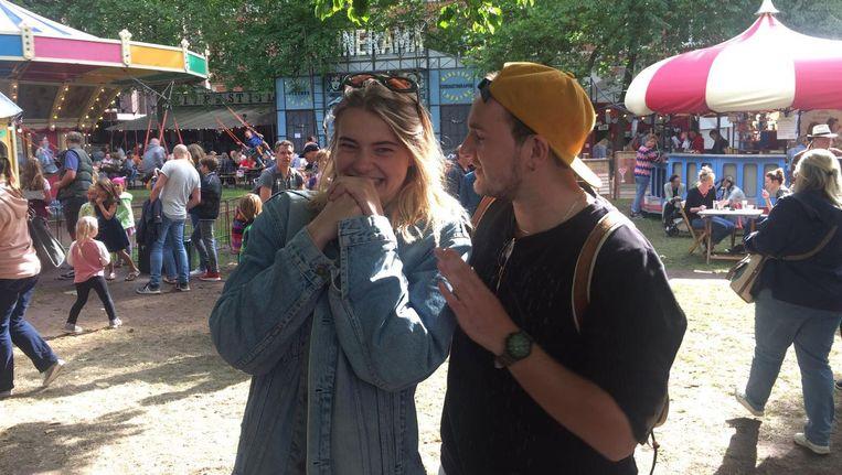 Spuiten en Slikken-presentator Emma Wortelboer met vriend Tom Strik Beeld null