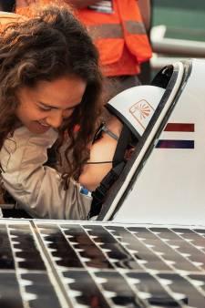 Eindhovense slipt met zonne-auto op zesbaans-snelweg in Zuid-Afrika