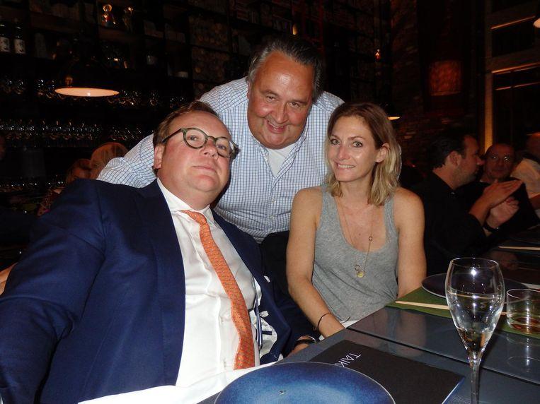 Advocaat Arjen Paardekooper ('van goede zaken'), chef-kok Julius Jaspers en (Paardekooper: 'ter compensatie') Claudia Koopman (Villa d'Arte) (vlnr). Beeld Schuim