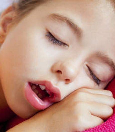 Met je mond open slapen is slecht voor je tanden
