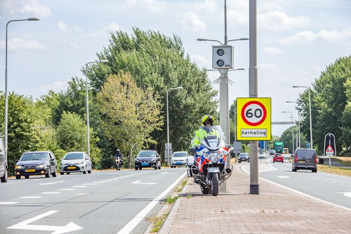 Een van de voor justitie heel lucratieve en door automobilisten gehate flitspalen bij Vreeland.
