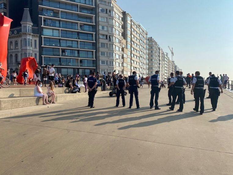 De politie kort na het verwijderen van de onruststokers aan het Zeeheldenplein.