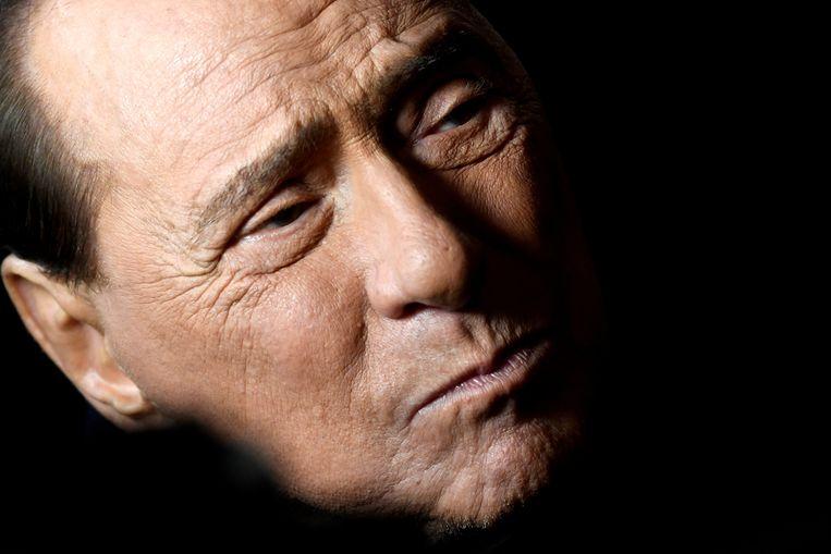 Italië's meest beruchte politicus (84) worstelt al bijna een jaar met zijn gezondheid, sinds hij in september in het ziekenhuis belandde door het coronavirus.  Beeld REUTERS