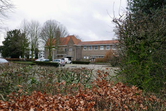 Het karakteristieke zorgcomplex Lindenlust aan de Bosscheweg in Boxtel is door Zorggroep Elde verkocht aan bouwonderneming Dura Vermeer. Die gaat er woningen bouwen.
