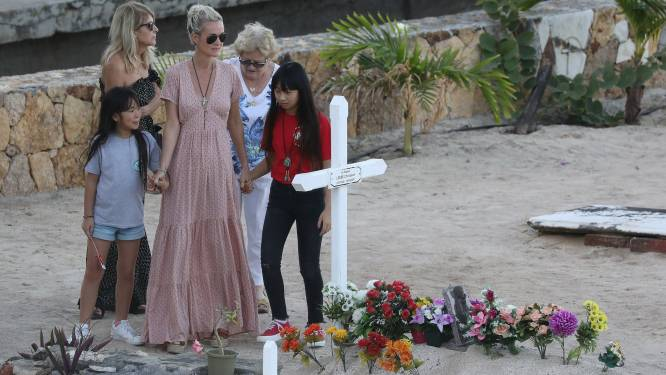La dernière veillée de Laeticia sur la tombe de Johnny