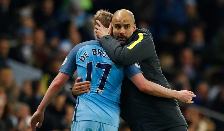 Guardiola hugs Kevin De Bruyne as he is being changed in the Premier League match against Watford. Beeld REUTERS
