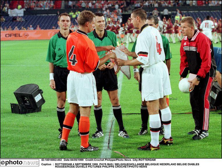 Nederland - Belgie 5-5. Het meest doelpuntenrijke gelijkspel ooit in derby der Lage Landen. Branko Strupar valt op met twee goals.