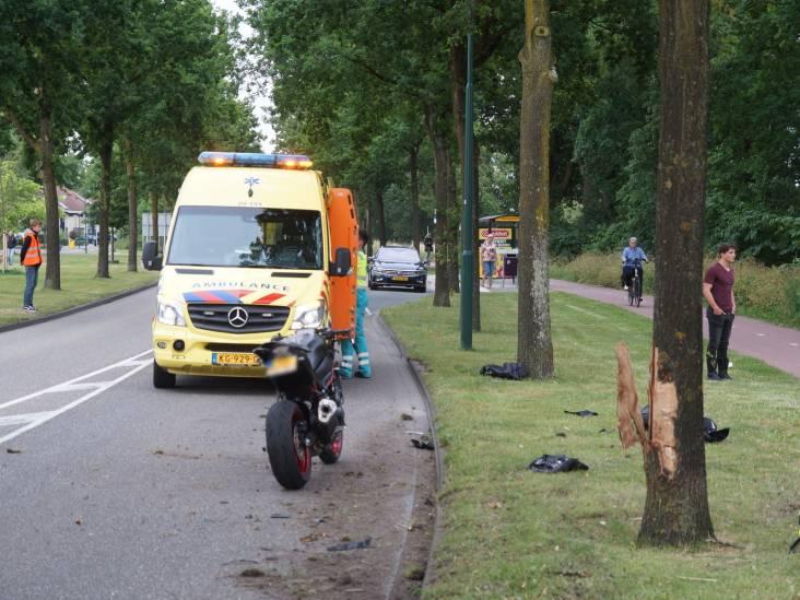Motorrijder botst tegen boom in Kaatsheuvel en raakt gewond