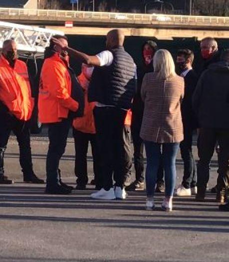 Les supporters du Standard empêchent les joueurs de quitter Sclessin, les Mauves célèbrent leur victoire