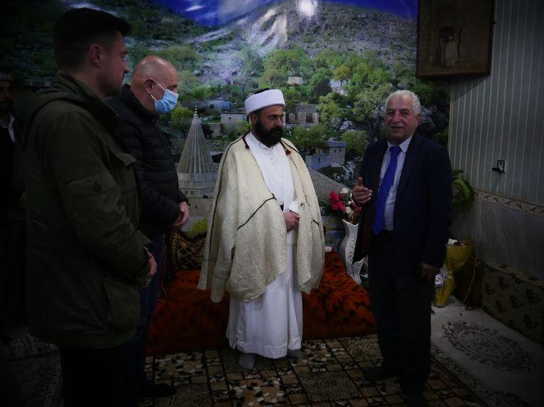 Van links naar rechts: Koen Metsu, Georges Dallemagne, Baba Sheik en tolk Behnam Mansour Shany. Beeld Bruno Struys