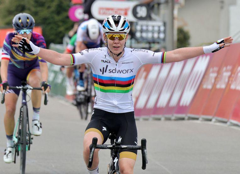 Anna van der Breggen, na haar zevende zege op rij in Hoei. Beeld AP