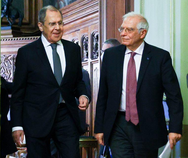 EU-buitenlandcoördinator Josep Borrell (rechts) was vrijdag op bezoek in Moskou, waar hij onder anderen de Russische minister Sergej Lavrov van buitenlandse zaken sprak.  Beeld AP