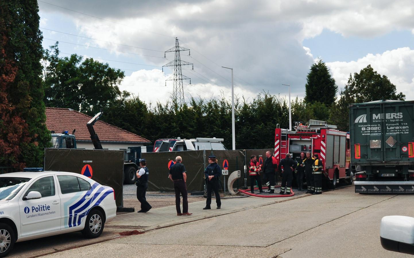 Een van de drugslabo's was ondergebracht in een loods aan de Industrieweg in Lanaken. Op 29 juli 2015 brak daar brand uit.