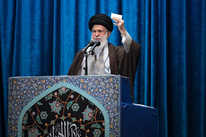 Ayatollah Ali Khamenei tijdens het vrijdaggebed in Teheran.