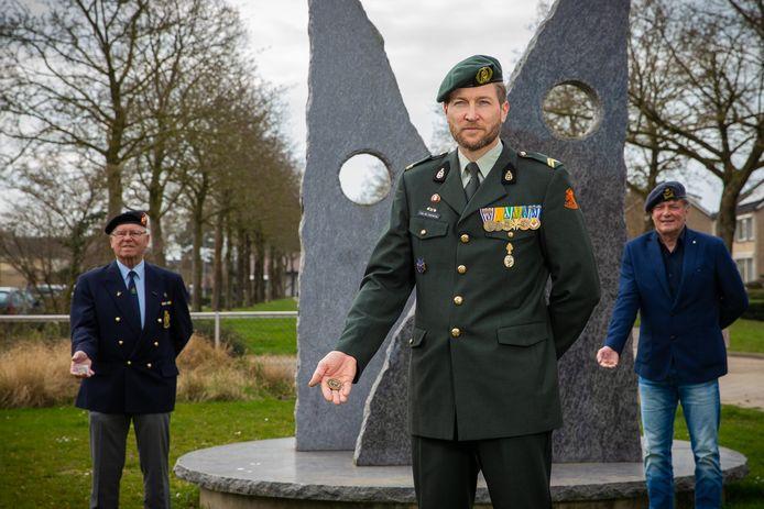 Afghanistan-veteraan Tim van de Coevering (midden).