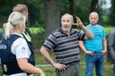 Eigenaar Cyriel doet zijn verhaal bij de politie.