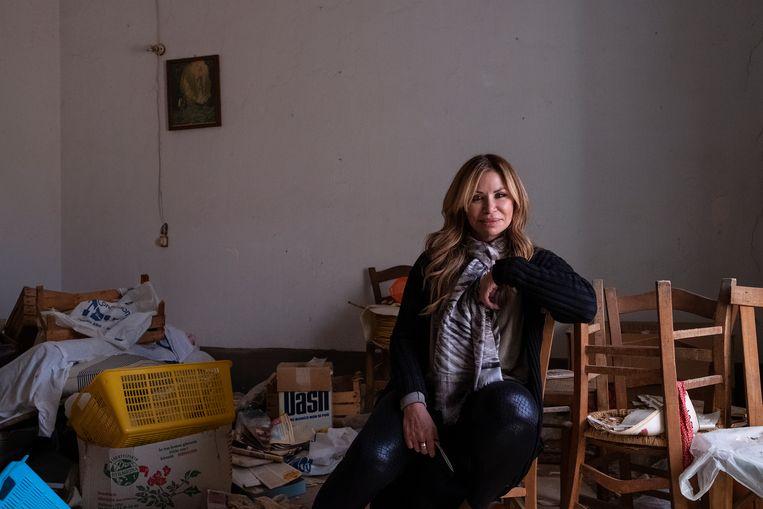 Maria Mariano in het herenhuis van 270 vierkante meter dat zij kocht voor 26 duizend euro. Beeld Giulio Piscitelli