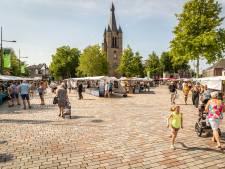 Belgen welkom op de weekmarkt: 'Hier hoeven we geen mondkapje op. Dat is toch wel prettig'