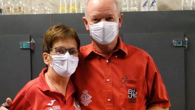 Ludo en Jeanneke nemen na 31 jaar afscheid van de toog van voetbalclub HVV