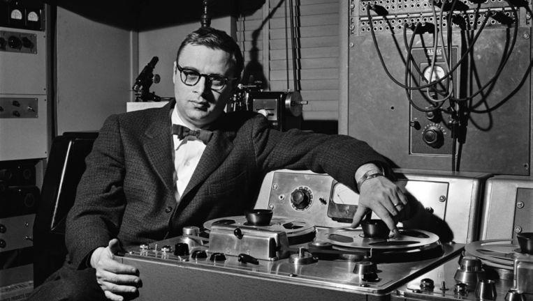 Rudy Van Gelder, hier in zijn studio, kon opnamen laten klinken alsof de muzikanten bij je thuis in de woonkamer speelden. Beeld RV