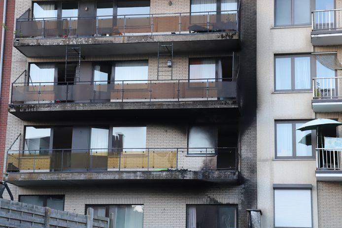 Asse: Twee appartementsblokken geëvacueerd na brand op terras langs Weversstraat
