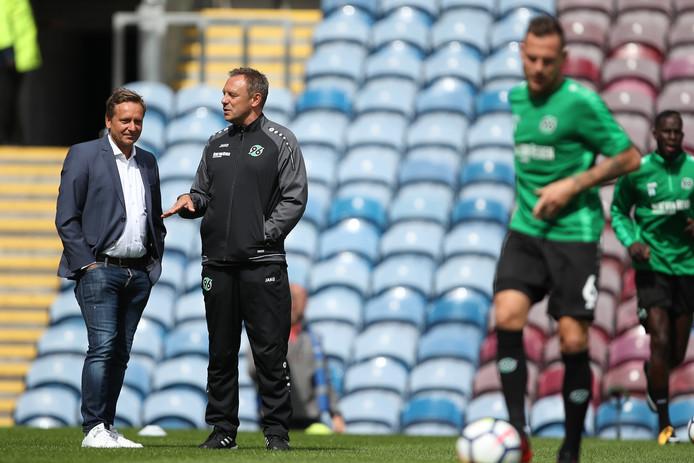 Technisch directeur Horst Heldt (links) en trainer André Breitenreiter van Hannover '96 hebben hun oog laten allen op Luuk de Jong voor de vacante positie van aanvalsleider.