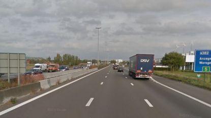 """Burgemeester Vanryckeghem slaat alarm: """"E17-afrit naar Waregem levensgevaarlijk"""""""