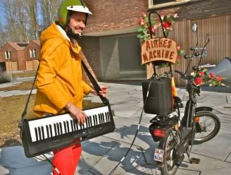 Airkesmachine brengt dorpelserenades in Maarkedal