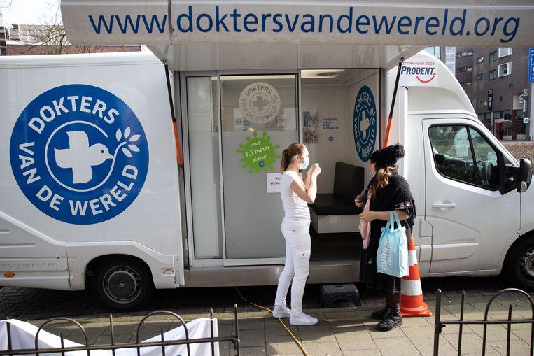 Dokters van de Wereld is een van de organisaties in Nederland die mensen zonder verblijfsvergunning helpt om de juiste zorg te krijgen.  Beeld Arie Kievit
