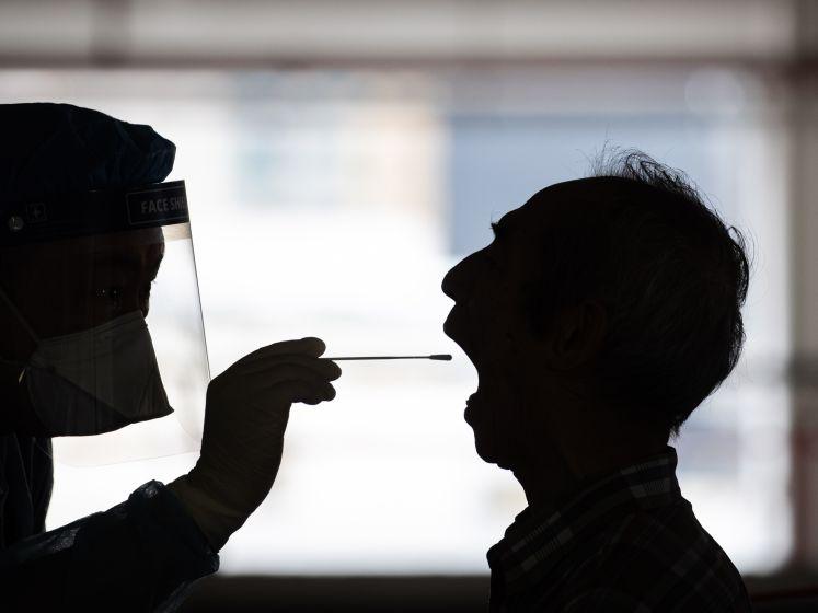 LIVE | Japan roept China op te stoppen met rectale coronatesten, politie: bijna 7000 avondklokboetes