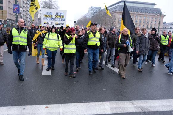 De groep betogers trok via de Kunstberg naar het Schumanplein.