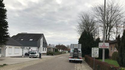 """Vlaams Belang: """"Kriskras parkeren in wijk Kersenweide is gevaarlijk voor spelende kinderen"""""""