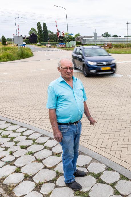 Tilburg kijkt samen met Gerard Verhoeven naar de 'levensgevaarlijke kruising' bij zijn huis in Biezenmortel