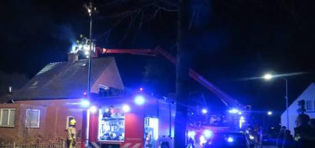 Schoorsteenbrand bij woning in Velddriel