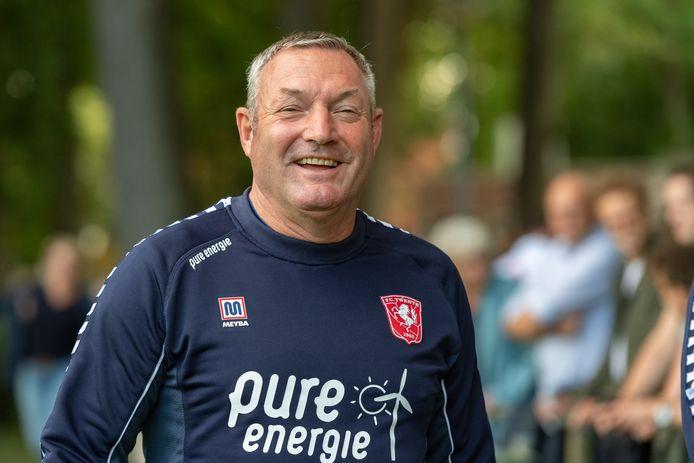 """FC Twente-trainer Ron Jans: """"Het formeren van een groep, de puzzel die we leggen, het elke dag bezig zijn, de mensen op de club en de spelers zelf: ik geniet daar allemaal van."""""""