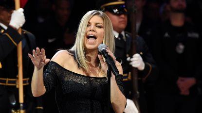 """Fergie krijgt bakken kritiek voor """"slechtste versie van het volkslied ooit"""""""