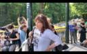 Carine Knapen tijdens haar toespraak op de 'European Freedom March' in het Terkamerenbos