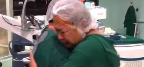 Le moment émouvant où un homme retrouve la vue après une opération