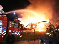 Brand verwoest theatergebouw op Berlijnplein in Utrecht, vier verdachten opgepakt