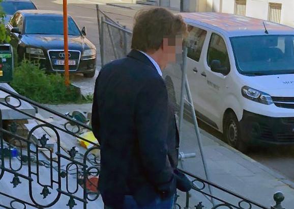 Wim V.O. verlaat de rechtbank na zijn proces.
