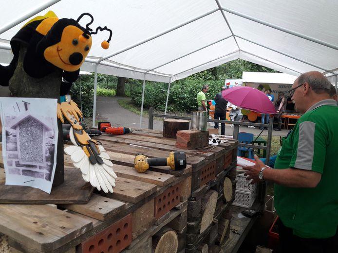 Het insectenhotel dat gemaakt werd tijdens de Natuurmarkt in De Warande in Helmond in 2019.