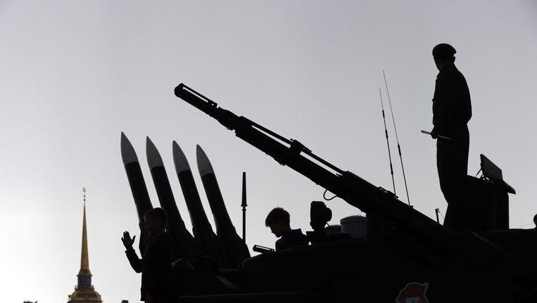 Een BUK-raketsysteem van Russische makelij dat tentoon is gesteld tijdens een militaire parade in St. Petersburg. Beeld epa