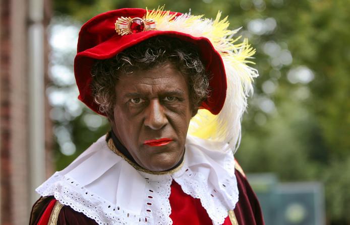 Huispiet sneuvelt nu besloten is dat er niet langer zwarte pieten in het Sinterklaasjournaal zitten. De goedheiligman wordt met ingang van dit jaar alleen nog begeleid door roetveegpieten, maakte de NTR dinsdag bekend.