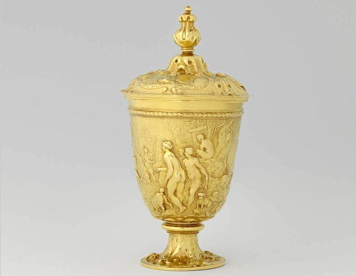 De gouden beker die in 1610 door edelsmid Van Vianen werd gemaakt.