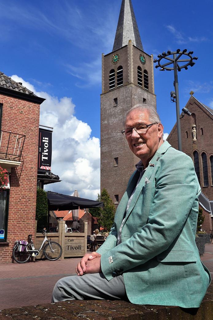 Pierre Verpalen zag als 13-jarige jongen hoe in oktober 1944 de kerktoren van Nispen door de Duitsers werd opgeblazen. Zijn ouders runden pal tegenover de kerk café De Veehandel, het huidige Tivoli.