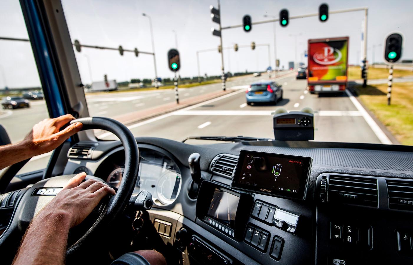 Beroepschauffeurs die geboren zijn vóór 1 juli 1955 hebben nu nog een vrijstelling voor een zogeheten code 95 op het rijbewijs. Maar dat verandert per 1 november.