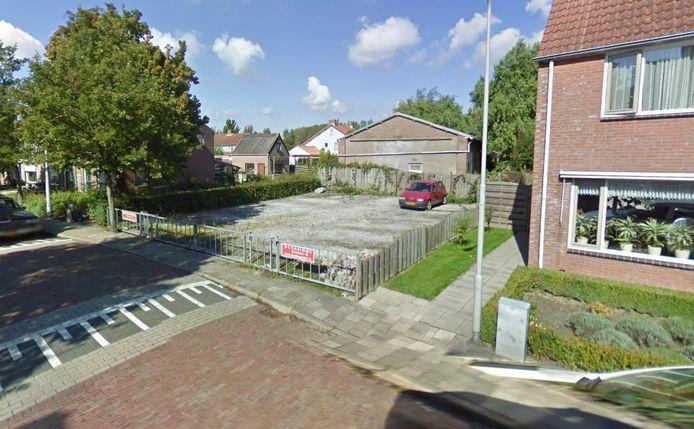 Op deze kavel aan de Slotstraat in Kruiningen komen de eerste tiny houses van Reimerswaal.