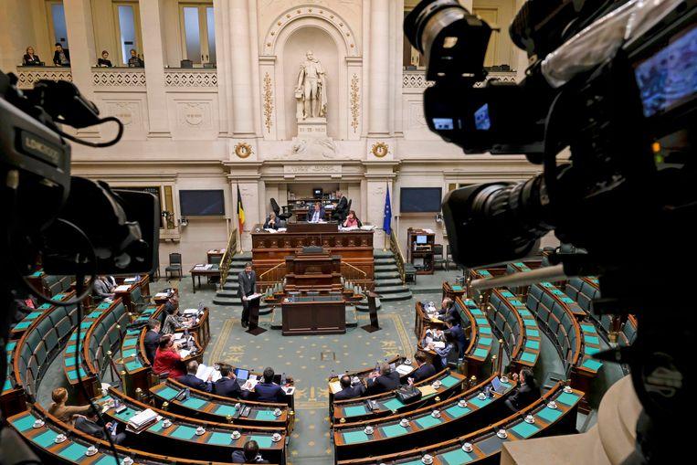 Advocaat Laurent Arnauts (C) houdt een pleidooi voor de bijzondere parlementaire commissie in de Kamer.  BELGA PHOTO DIRK WAEM Beeld BELGA