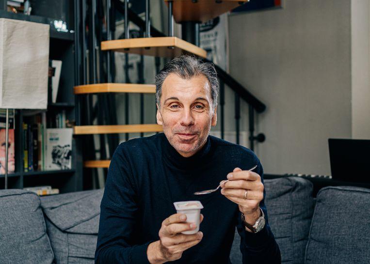 Journalist Christophe Deborsu is vijftien kilo afgevallen met intermittent fasting. Beeld Wouter Van Vooren